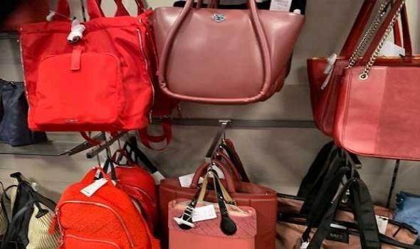 عمان اليوم - حقائب كتف جلدية أنيقة لمجموعات صيف 2021