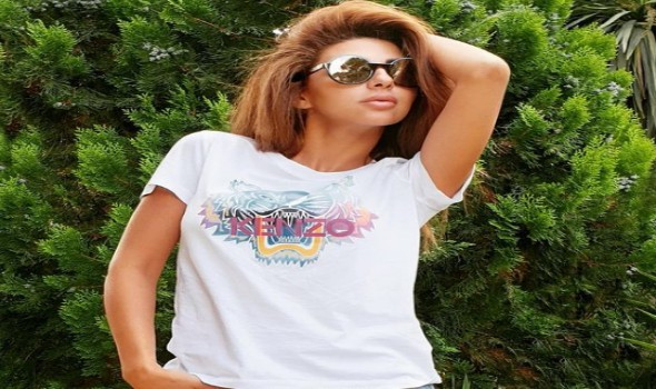 عمان اليوم - ميريام فارس تنشر فيديو تقص شعرها بنفسها بدون مصفف