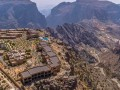 عمان اليوم - وادي خضبرم العُماني وجهة هواة تسلق الجبال والمغامرة في حاسك