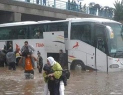 """عمان اليوم - بلدية مسقط تكثف الجهود لمعالجة آثار """"شاهين"""" وإعادة الخدمات المتأثرة"""