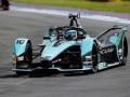 عمان اليوم - متسابق فريق عمان لسباقات السيارات يسجل أسرع توقيت في التجارب التأهيلية